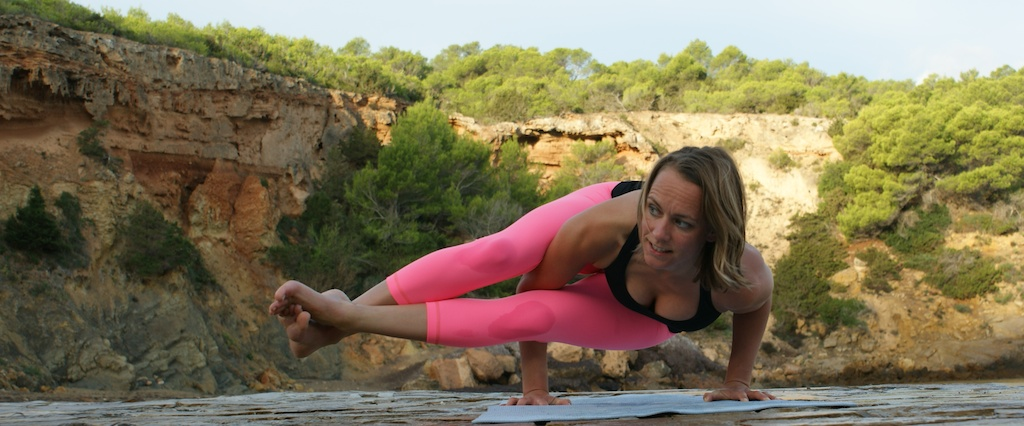 Chantal Soeters yoga astavakrasana