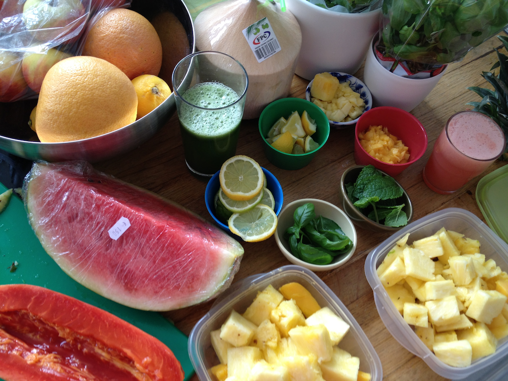 Preparing healthy and delicious mocktails