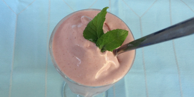 strawberry frozen coconut yogurt