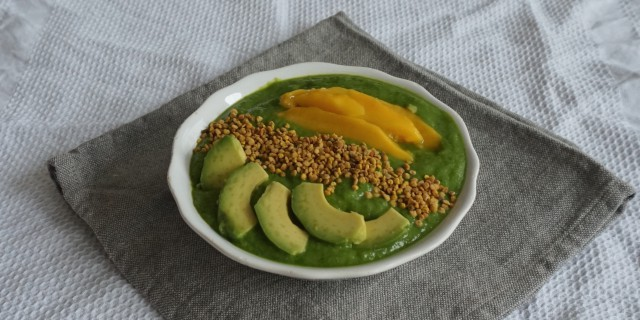 Mango Spinach Smoothie Bowl